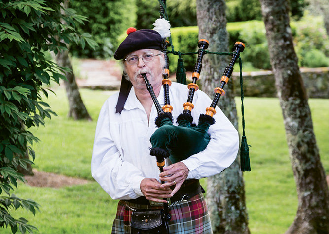 At Saturday's gala, guests were greeted with bagpipe music.