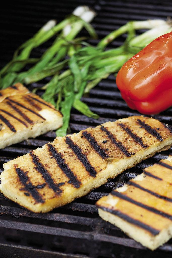 Grilled corn bread for the panzanella salad