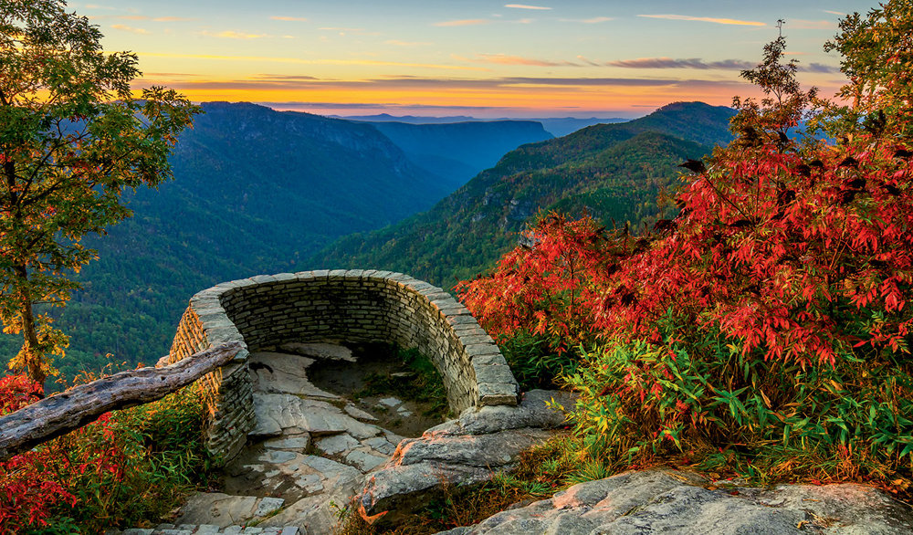 Scenic Perch: The stone balcony at Wiseman's View offers a breathtaking vista of the gorge.