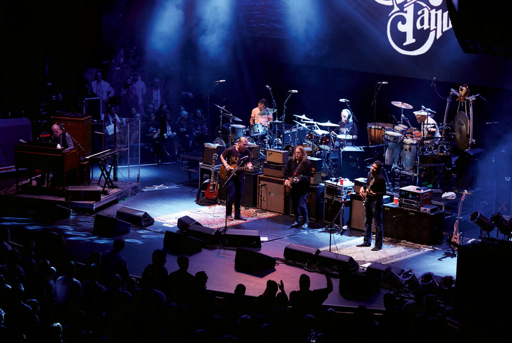 Haynes performed with The Allman Brothers Band between 1989 and 2014, when the group played their final show at New York's Beacon Theatre