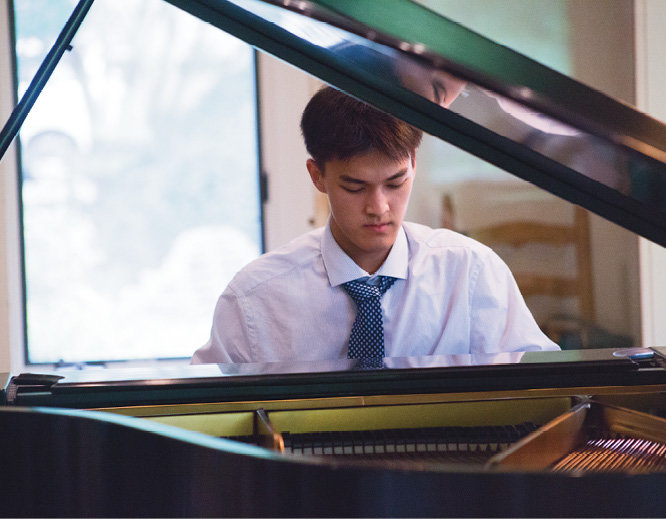 David Geng, a BMC Summer Institute student studying piano, performed during the pre-party.