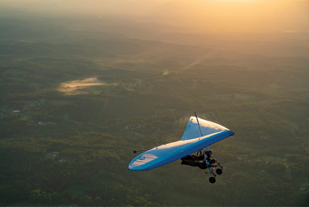 Joy Ride Hang gliders can fly at any time of the day, so long as the wind and weather conditions are appropriate, though sunset offers some of the most majestic views.