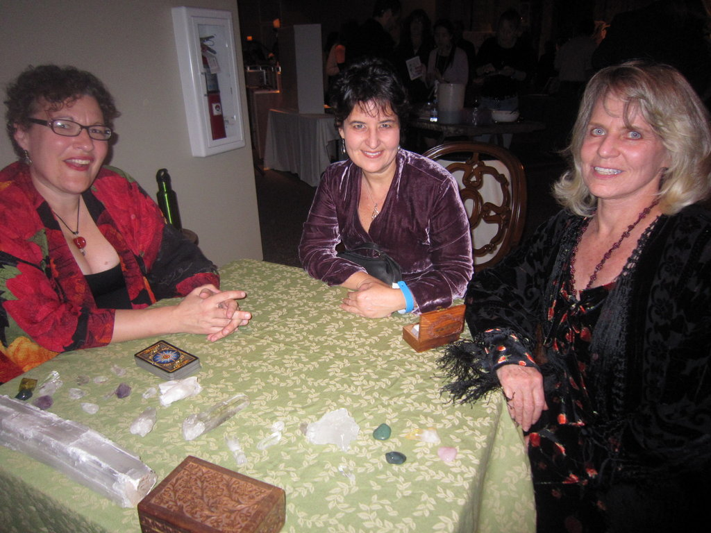 Lorri Gifford conducts a tarot reading with Caryn Levye and Kathleen Eisclt.