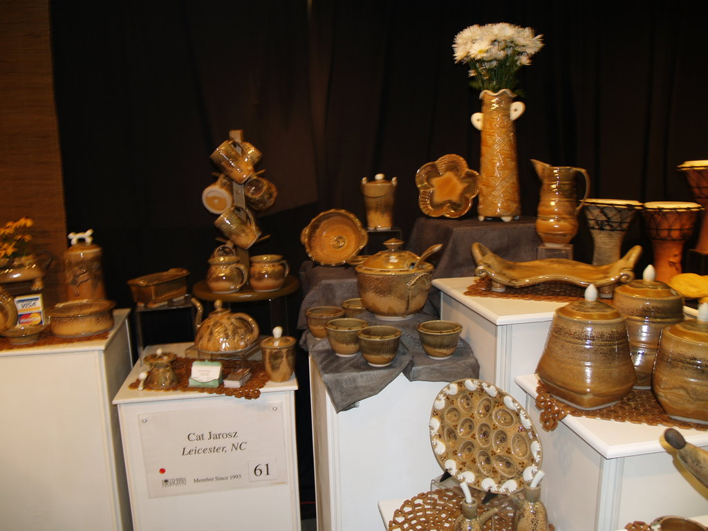Pottery at the Earth2Art booth