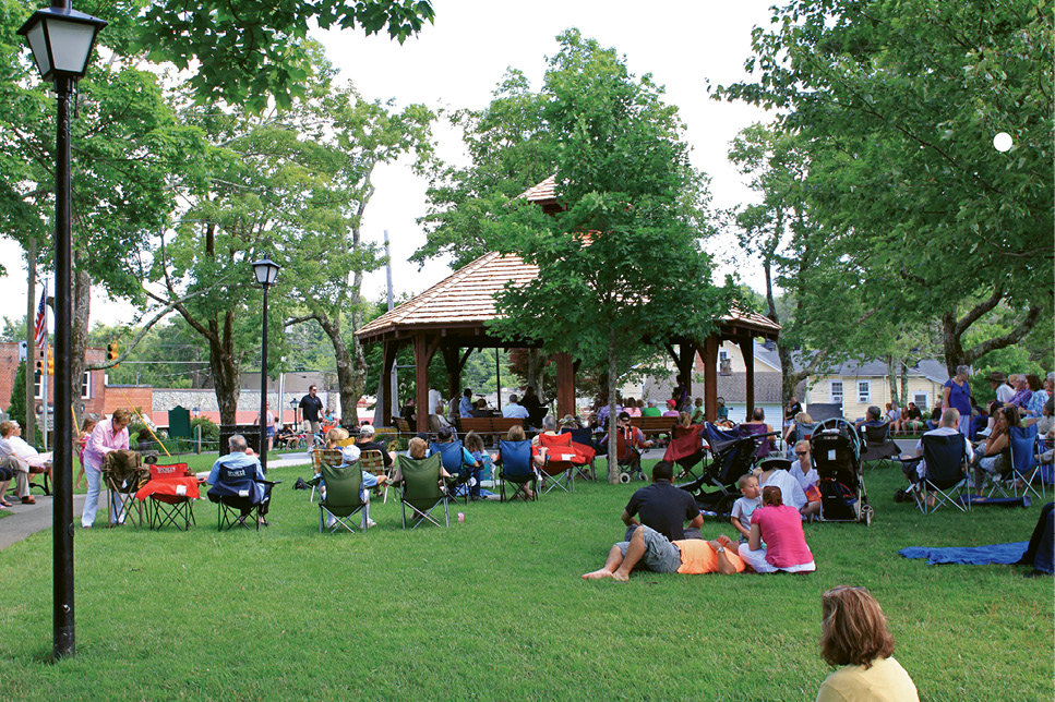"Smack in the center of town, Blowing Rock Memorial Park has a playground, gazebo, and picnic tables, and holds concerts as well as monthly Art in the Park shows. Visit <a href=""http://www.townofblowingrock.com"">www.townofblowingrock.com</a> for details."