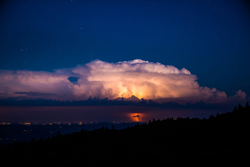 Honorable Mention: Lightening Strike by Derek DiLuzio (Professional category)