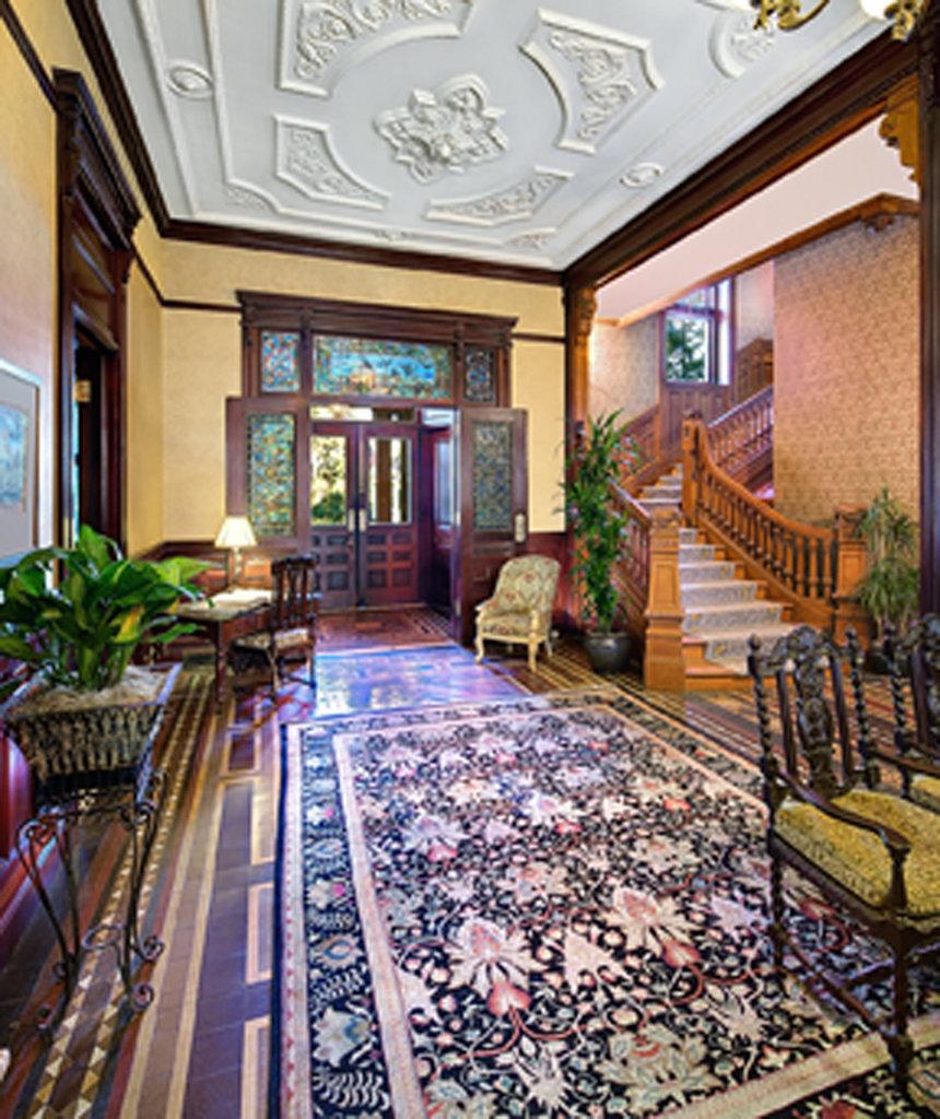 Main lobby of Edmondston-Alston House