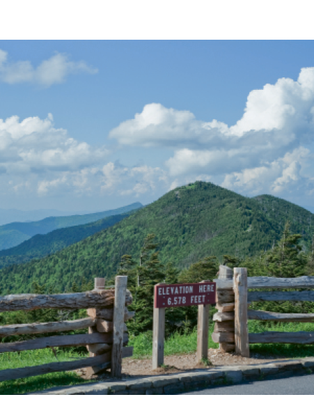 Mount Mitchell State Park: An elevation marker in the parking lot denoting 6,578 feet