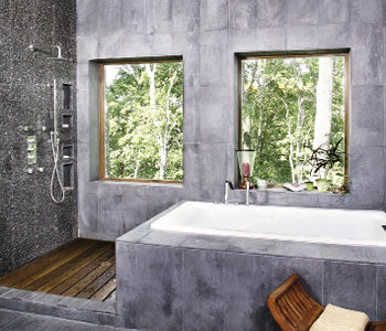 Opposite, the shower was designed to create the feeling of a hideaway in the trees.